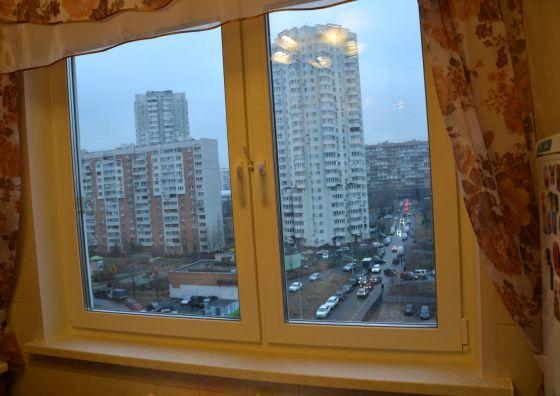 Установка двустворчатого окна на кухне