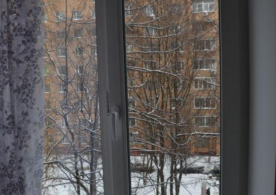 Установка пластикового окна в спальне