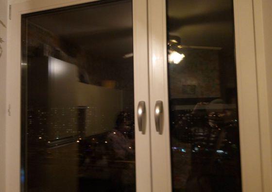 Установка пластикового окна в гостиной