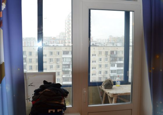 Установка балконного блока, остекление и отделка балкона