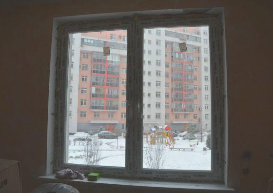 Остекление комнаты пластиковыми окнами