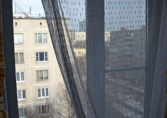 Установка пластикового окна с ограничителем открывания