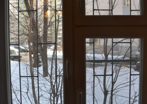 Монтаж двустворчатого окна с форточкой
