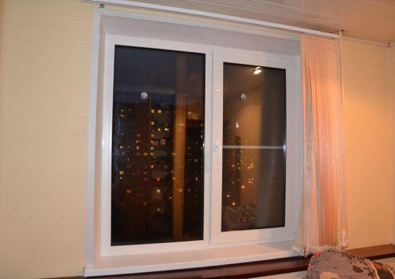 Монтаж окна с жалюзи