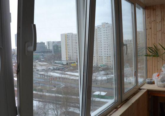 Остекление и первоначальная отделка балкона