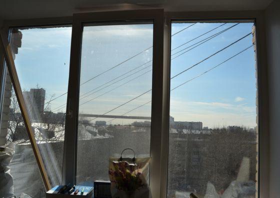 Установка трехстворчатого окна в гостиной